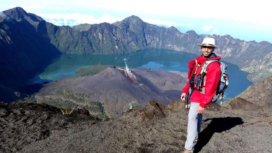 To go Summit Mount Rinjani 3726 meters