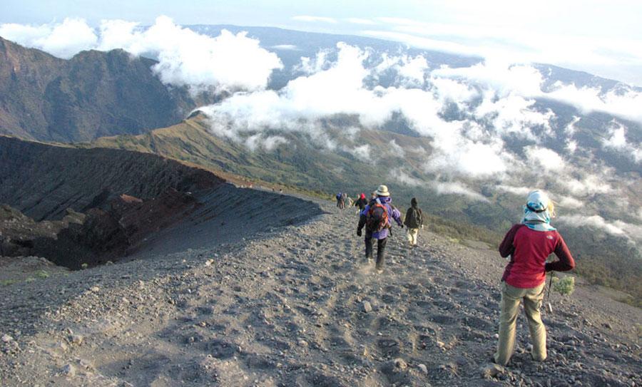 summit-mount-rinjani-3726m