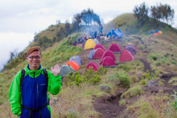Welcome to Plawangan Sembalun crater rim altitude 2639 meters mount Rinjani 🙂
