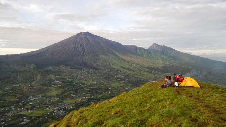 Here summit Pergasingan Hill Sembalun Lawang view Mount Rinjani
